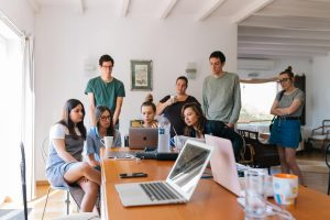 Comment fonctionne l'accompagnement intensif des jeunes (AIJ) ?